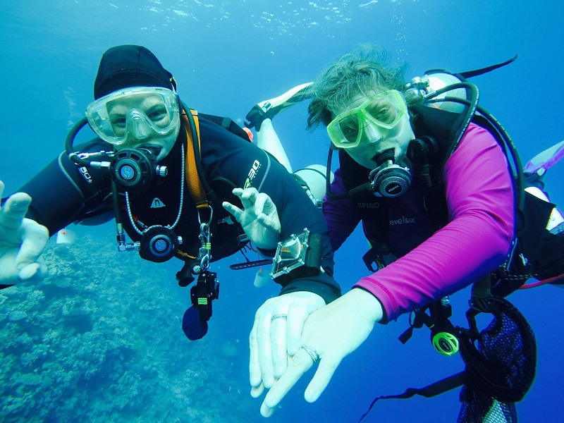 Sky and Aninja, Girls that scuba underwater engagement